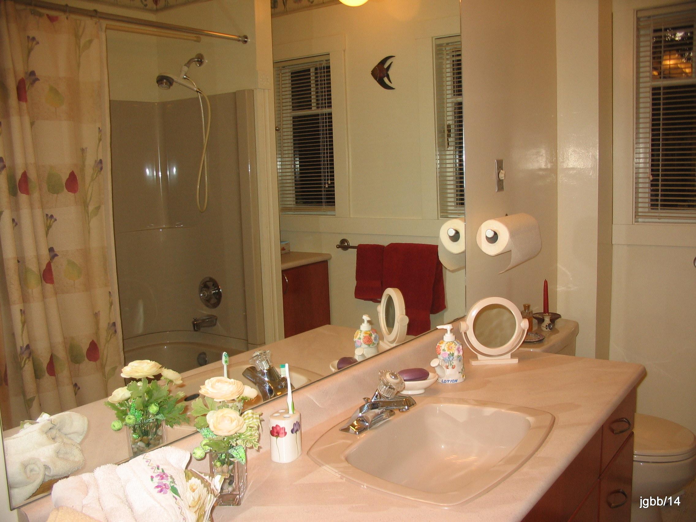 23-IMG_1566 bathroom